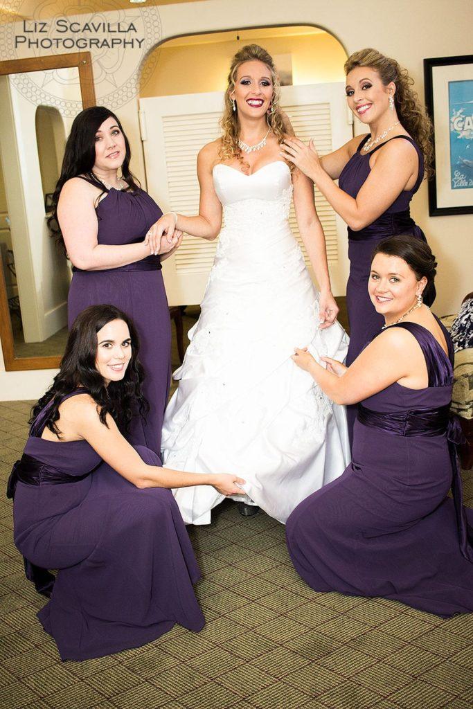 bride-bridesmaids-getting-ready