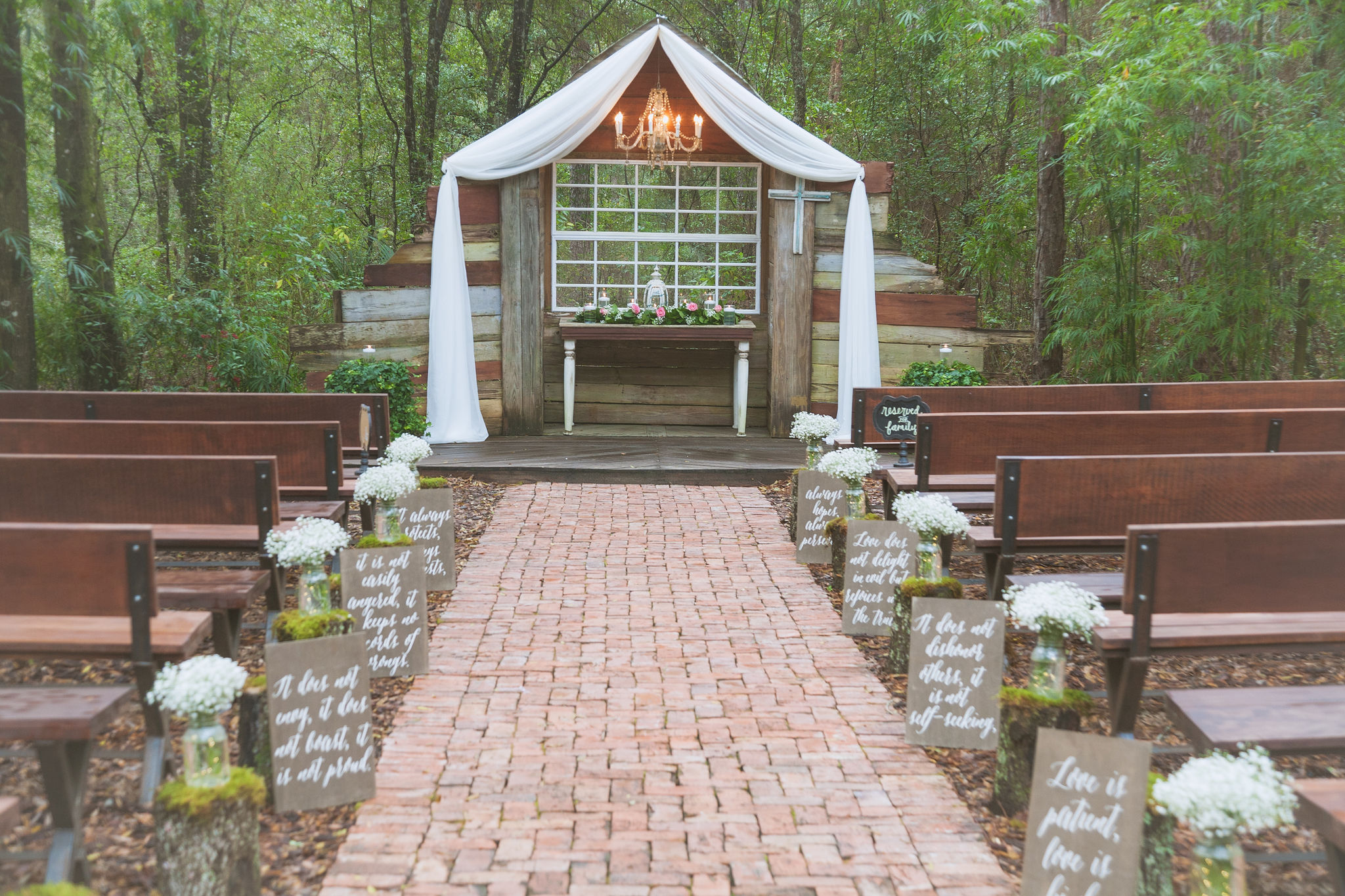 The beautiful outdoor ceremony site at Bridle Oaks.